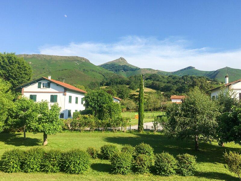 Villa LA RHUNE - Mer et Montagne, vacation rental in Ascain
