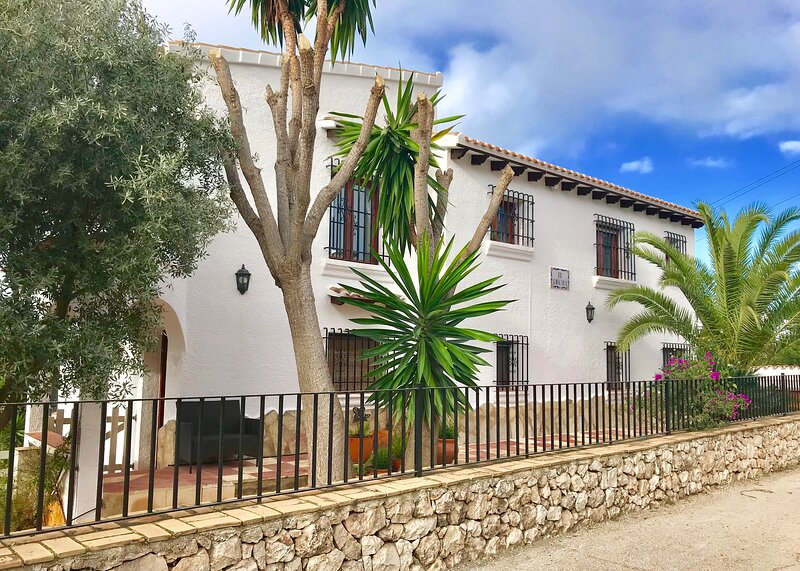 Stunning Monte Pego Villa, vacation rental in Sagra