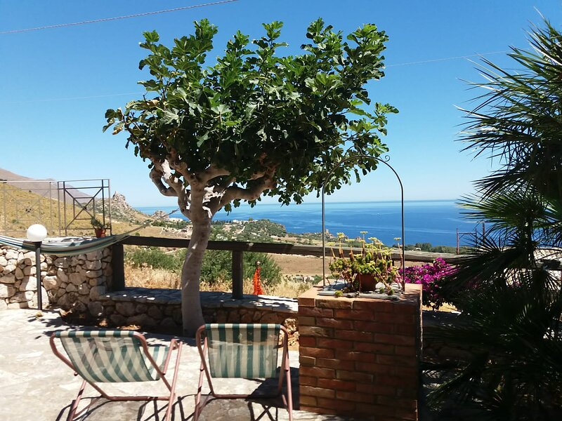 Cozy apartment with pool... Sea View - 2/guests, vacation rental in Castellammare del Golfo