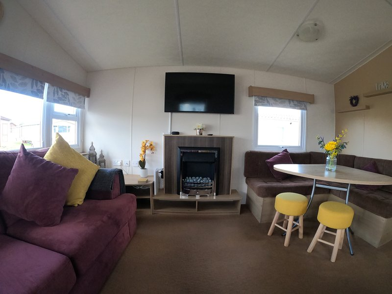 Luxury holiday home with hot tub, holiday rental in Timberland