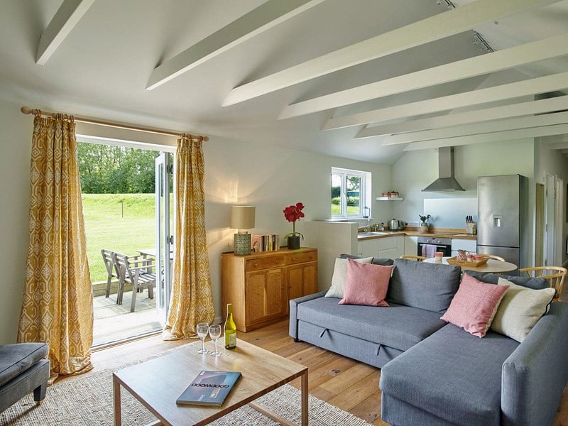 The Dairy, holiday rental in Hunston