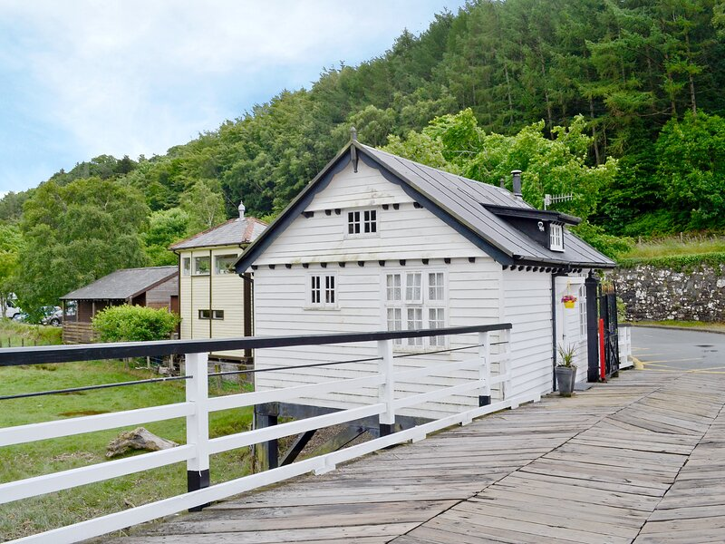 Toll Bridge House, holiday rental in Penmaenpool
