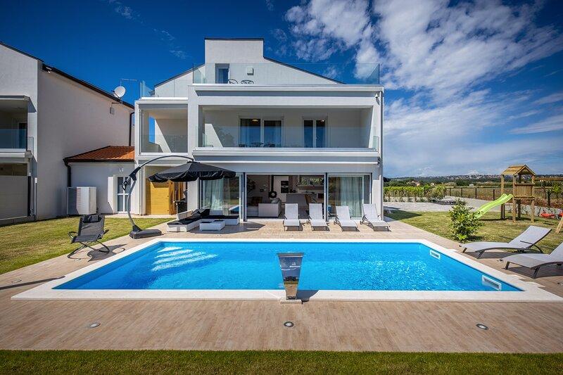 Beautiful Villa Eni East, holiday rental in Nova Vas