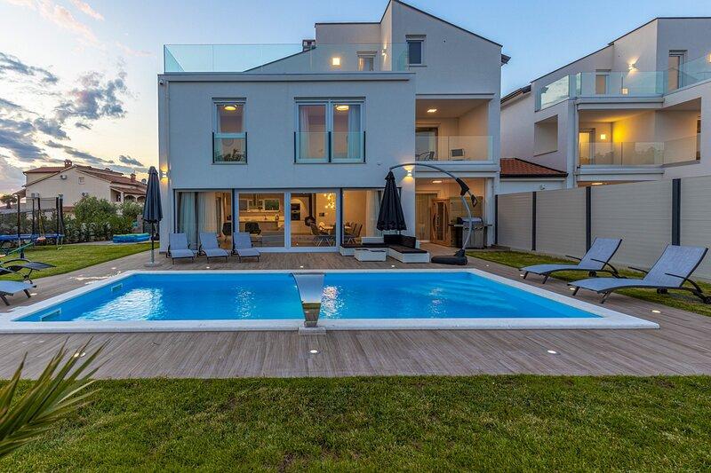 Beautiful Villa Eni West, location de vacances à Nova Vas