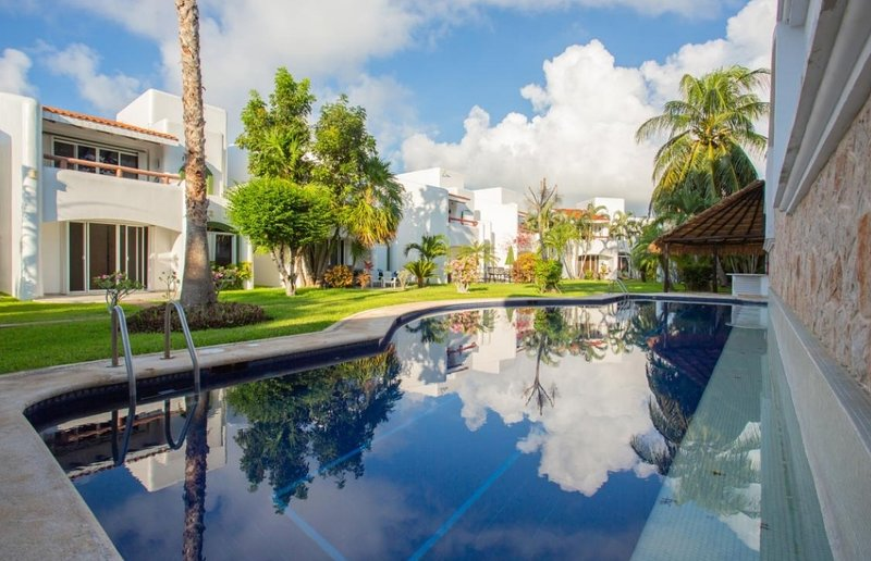 Charming Playacar 3 bedroom Villa 7 mins stroll to beach and 5th Avenue., holiday rental in Playacar