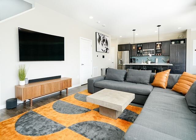 Newly Furnished Modern Executive Rental - 30+ Day Stays - Private Hot Tub, location de vacances à Parker