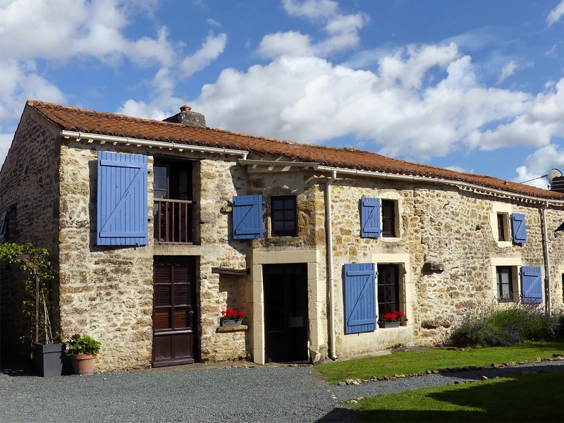 Gite La Metairie - a Characterful stone cottage