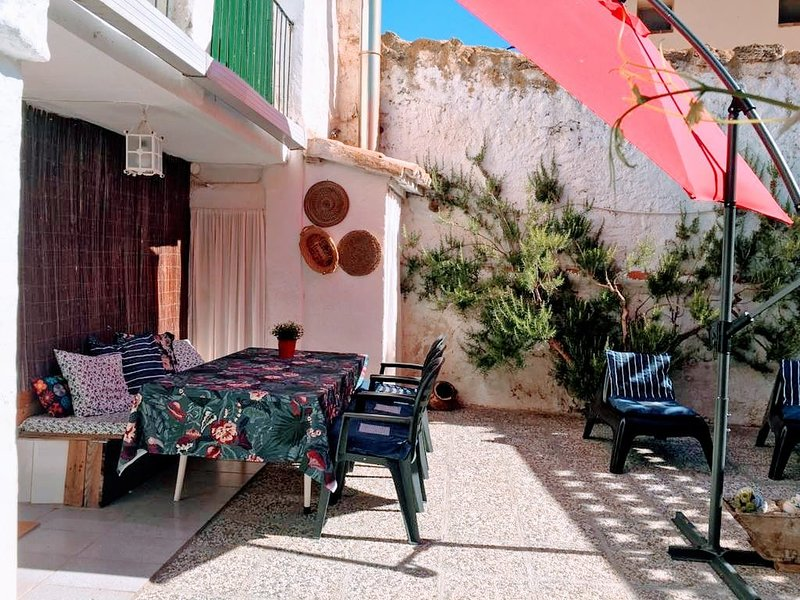 Beautiful house with garden & Wifi, holiday rental in Navarrete Del Rio