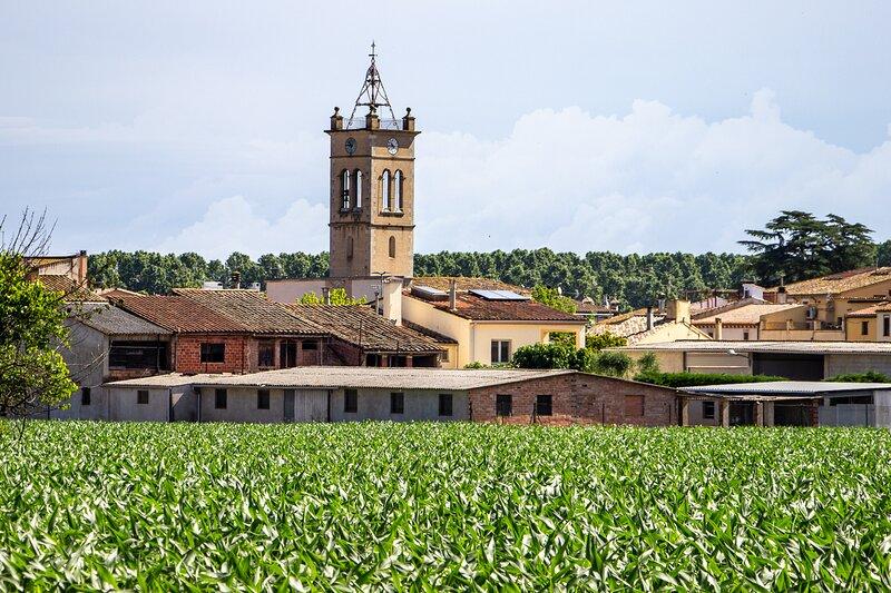 CASA NÚRIA - casa de 3 plantas con piscina pública y solarium cerca de Girona, holiday rental in Sant Gregori
