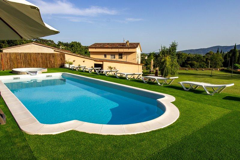 Casa DORMESTANY: para 15 personas con Piscina y jardín de 15.000 m2., aluguéis de temporada em Centenys