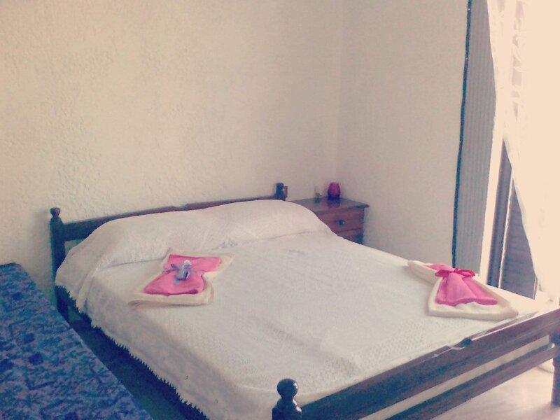 appartement ensoleillé, aluguéis de temporada em Rododafni