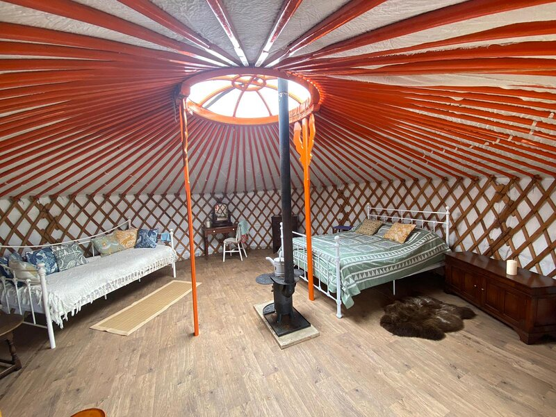 Beautiful, Rural Yurt with Fire pit near Bruton, vacation rental in Wincanton