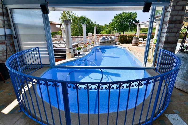 Appartamento 6 Savudrija-Umag con piscina Wi-Fi colazione parcheggio, vacation rental in Kanegra
