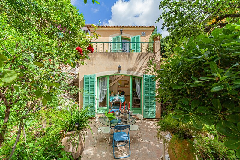 JdV Holidays Maison Gardenia, 2 beds 2 bathroom in town centre, walking to beach, holiday rental in Villefranche-sur-Mer