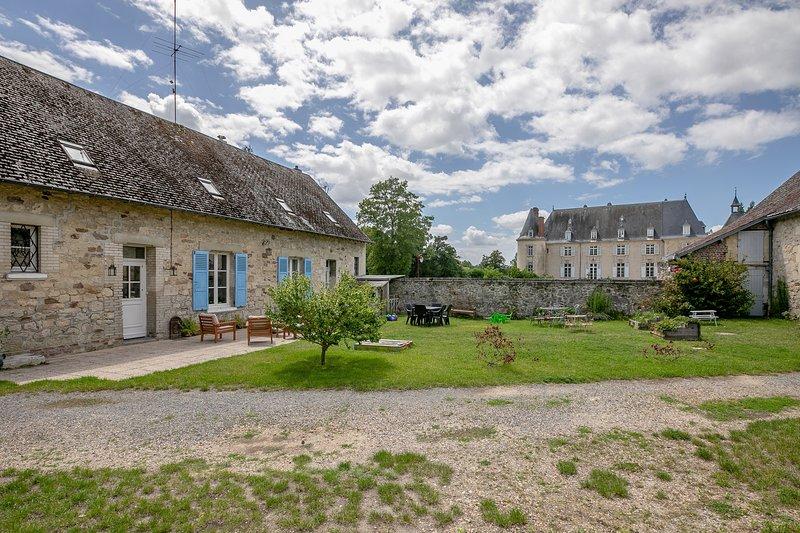 GITE DE LIZY - jolie longère rénovée en campagne - Lizy, holiday rental in Chauny