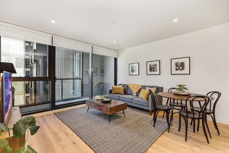 Modern Apartment With Balcony Near Kings Domain, holiday rental in Yarra Glen