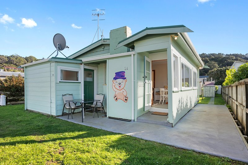 Just There - Waihi Beach Holiday Home, Waihi Beach, vacation rental in Te Aroha