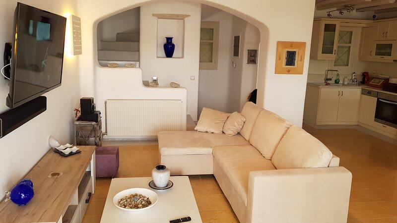 Deluxe Villa Elena at Ornos Mykonos. Feel relaxed in a modern high tech villa, aluguéis de temporada em Ornos