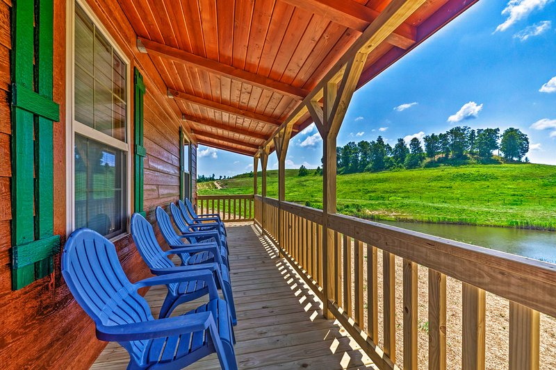 NEW! Scenic Cabin ~2 Mi to Nolin Lake State Park!, location de vacances à Mammoth Cave