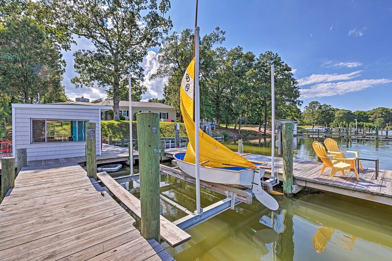 NEW! Waterfront Haven with Private Dock & Kayaks!, location de vacances à Reedville