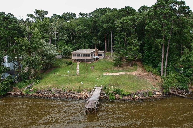 NEW! Home w/Dock + Views on Toledo Bend Reservoir!, alquiler vacacional en Zwolle