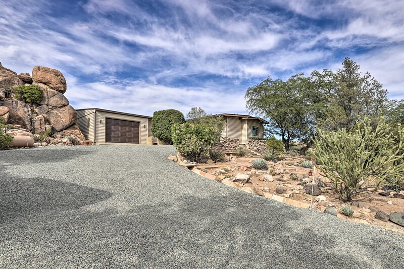 NEW! Private Prescott Home: Walk to Watson Lake!, location de vacances à Prescott Valley