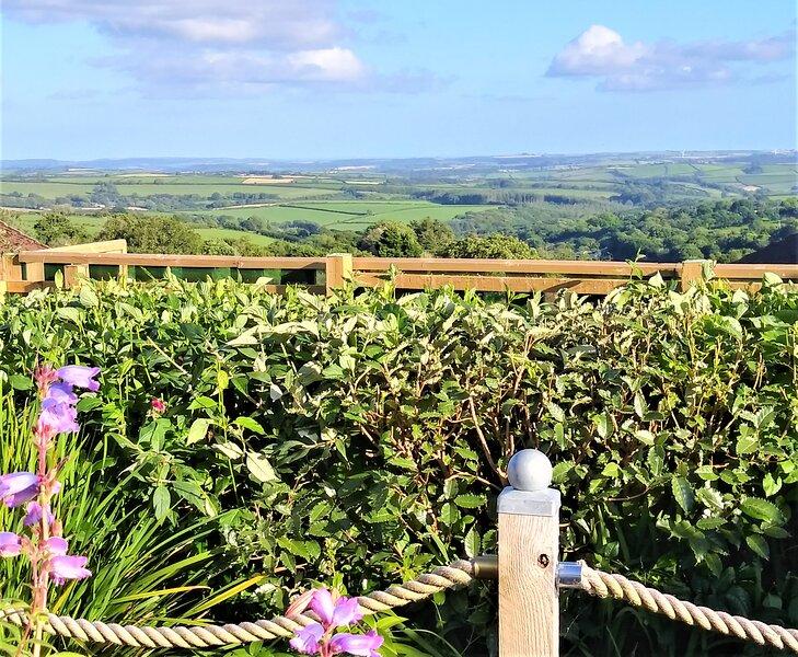 Panoramic Views in a village location, location de vacances à Darite