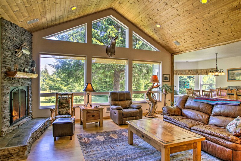 NEW! Serene South Bend Family Escape; Dogs Welcome, holiday rental in Tokeland