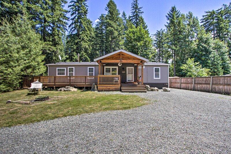 NEW! Packwood Cabin <20 Mi to Mt Rainier Adventure, holiday rental in Packwood