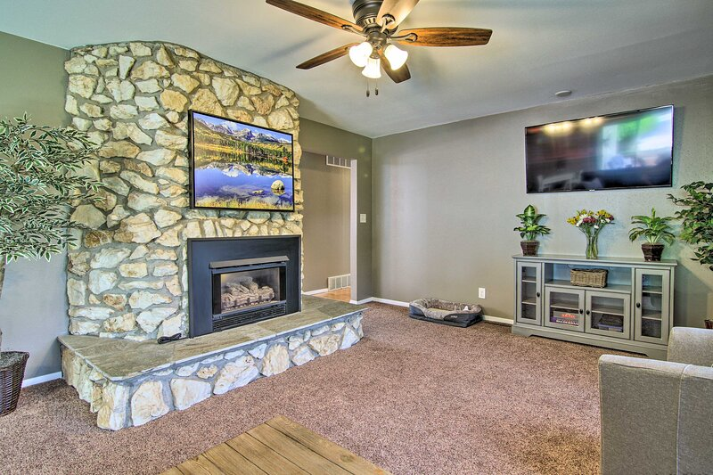 NEW! Dog-Friendly Cozy Cañon Rancher Vacation Home, vacation rental in Canon City