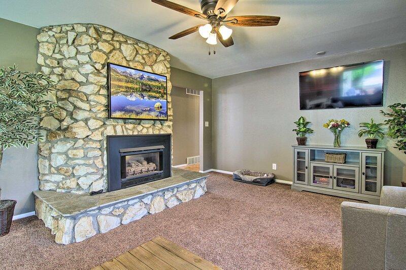 NEW! Dog-Friendly Cozy Cañon Rancher Vacation Home, location de vacances à Canon City