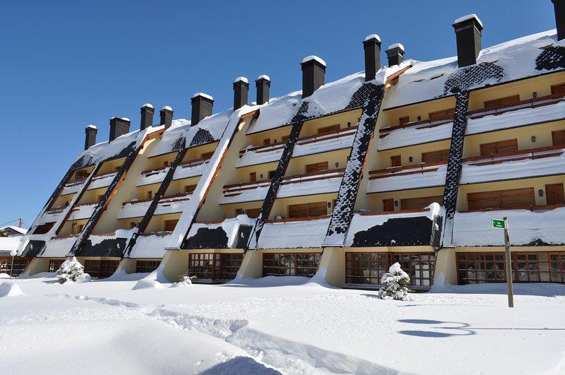 APARTAMENTO A PIE DE PISTAS EN LA MOLINA, location de vacances à Castell de l'Areny