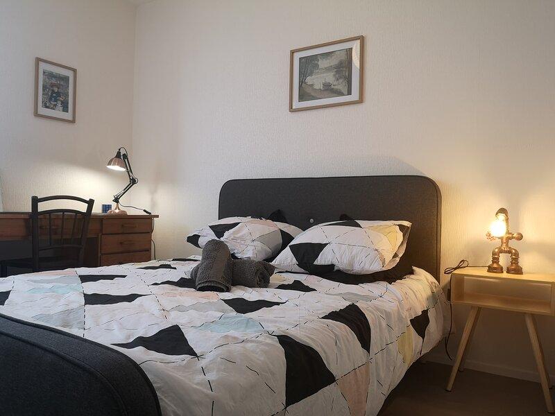 Petit déjeuner bio, chambre dans appartement calme, confortable et lumineux, holiday rental in Colomiers
