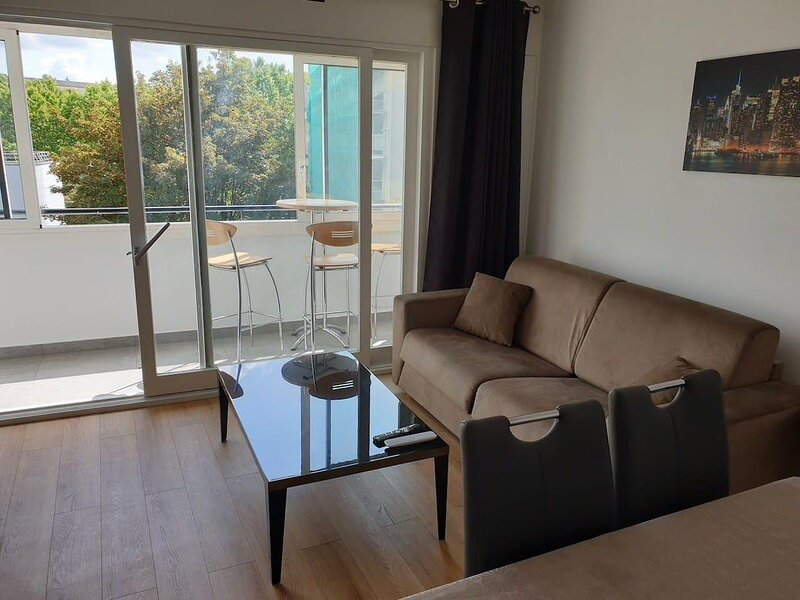 Appartement Spacieux ,Proche Paris,Parking couvert, holiday rental in Val-de-Marne