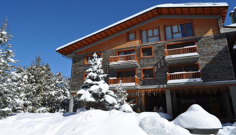 APARTAMENTO DÚPLEX CON VISTAS A LAS PISTAS, location de vacances à Castell de l'Areny