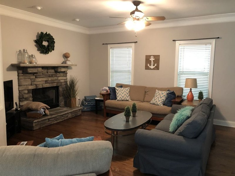 Lake Front Home in Lake Arrowhead,  GA (North Georgia), holiday rental in Waleska