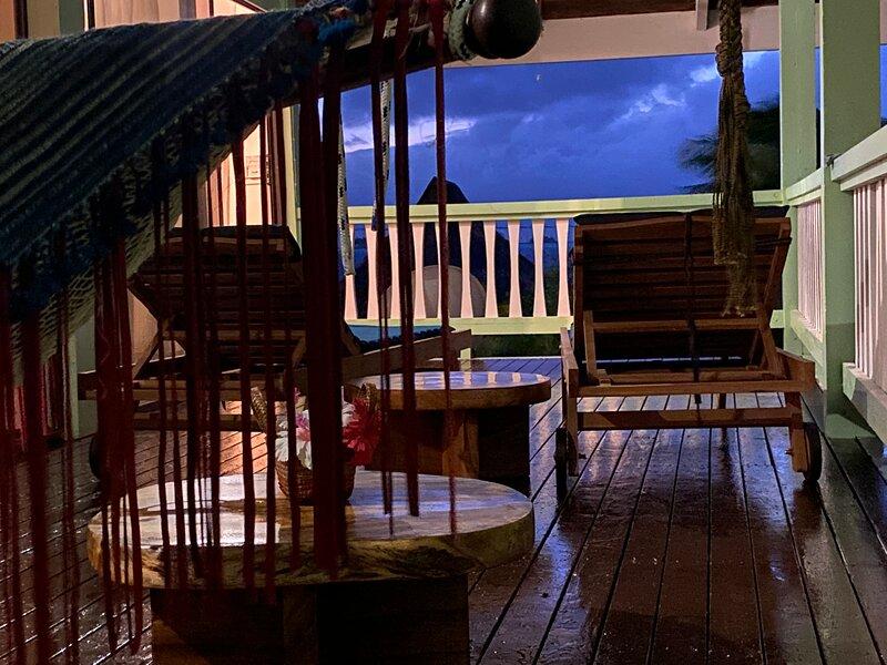 COCO'S PLACE BORA BORA with CAR, alquiler de vacaciones en Bora Bora