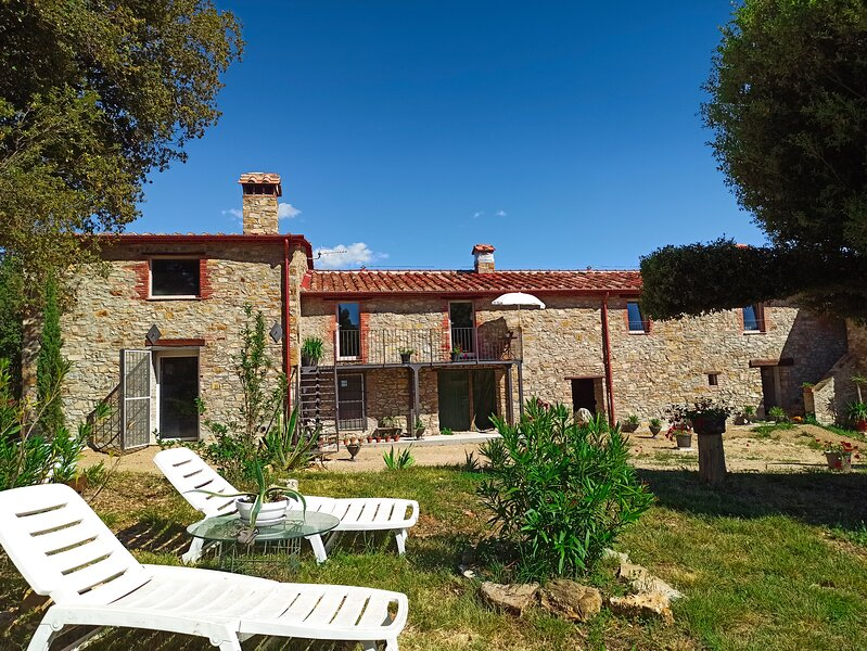 Appartamento indipendente in Agriturismo immerso nelle colline toscane, alquiler vacacional en Monterotondo Marittimo