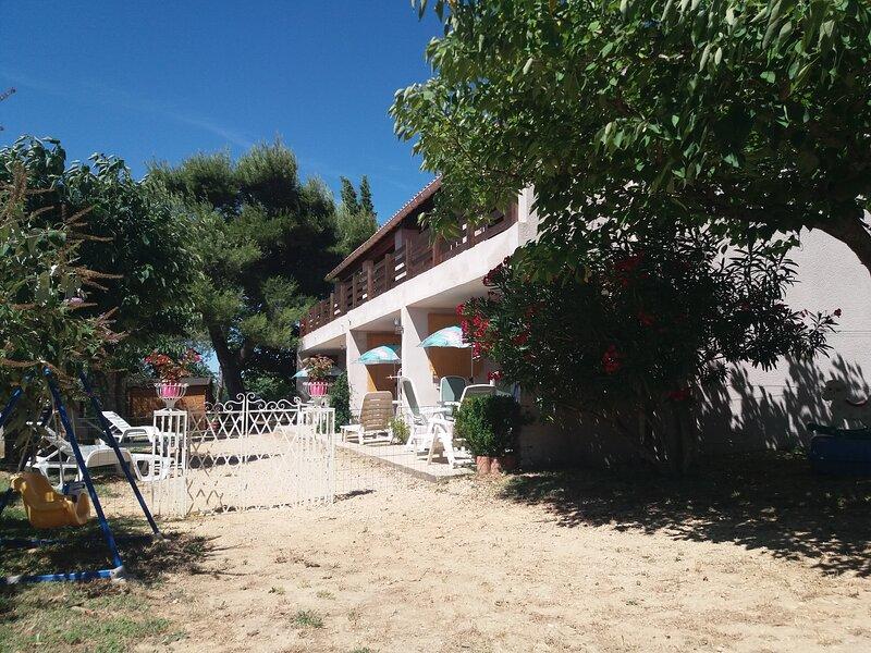 APPARTEMENT F2 - ST MARTIN D ARDECHE - GITES PLEINE NATURE, vacation rental in St Just d'Ardeche