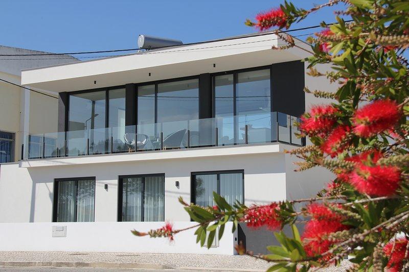 Moderne villa - Villa nas dunas Holiday Home, holiday rental in Salir do Porto