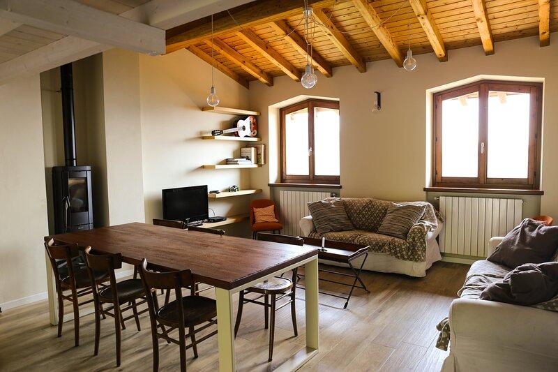 Casa Vacanza Pratolungo 'Fienile', holiday rental in Serina