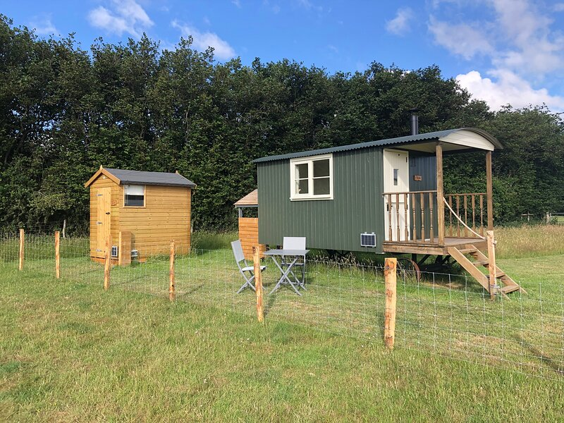 Take Time Shepherd's Huts Moss and Fern, vacation rental in Stalisfield