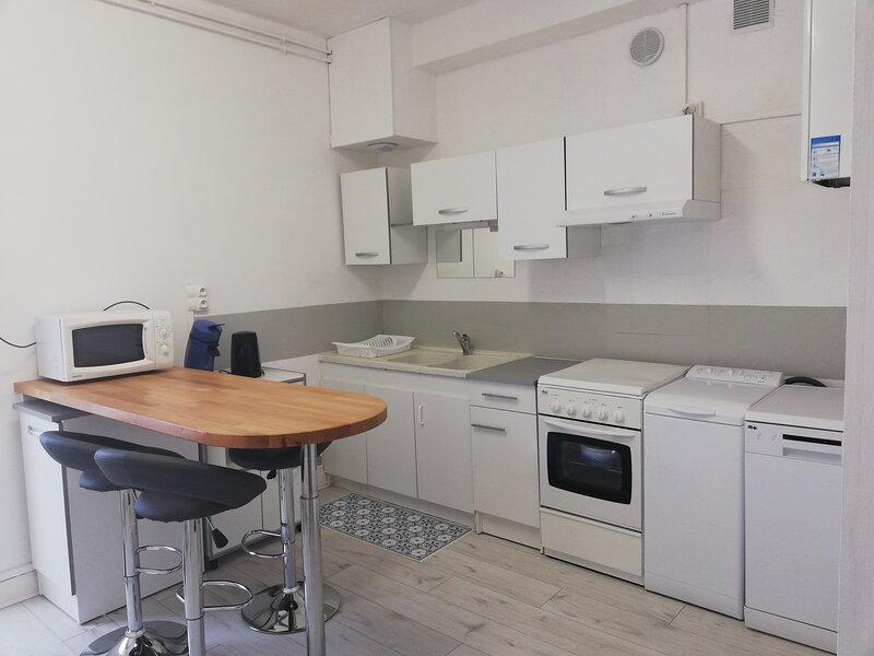 LE PYRENEA - T2 tout confort proche centre ville Tarbes, holiday rental in Chelle Debat