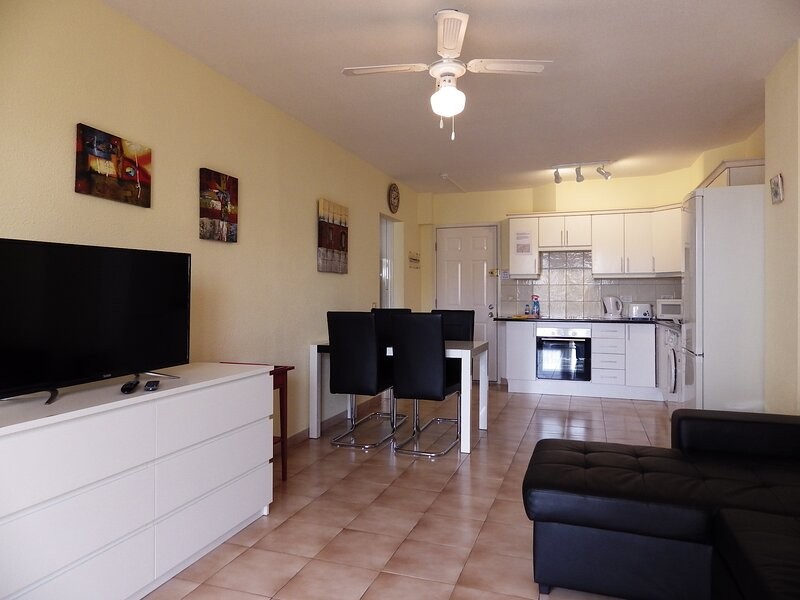 Lovely 1 bedroom apartment in Los Cristianos, holiday rental in Los Cristianos