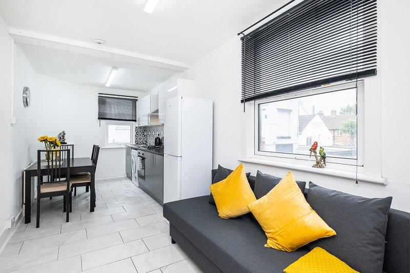 Cosy 2 Bedroom Apartment in Homerton/ Hackney near Central London, holiday rental in Stratford City