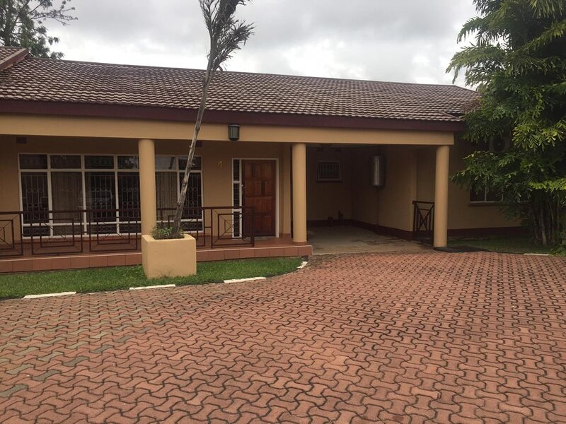 Kabulonga: 3bedroom fully furnished houses – semesterbostad i Lusaka Province