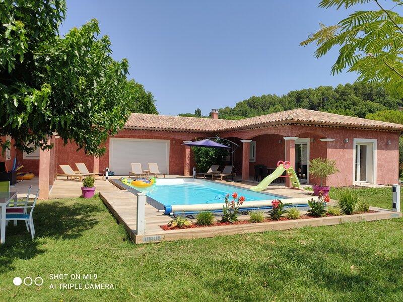 Aile de villa (appartement) à la campagne avec piscine privée, holiday rental in Var
