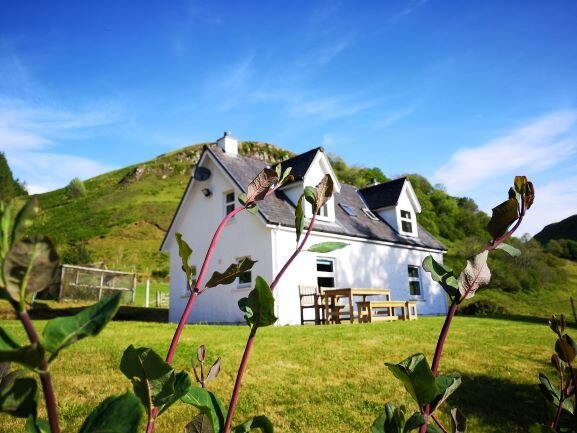Achalic Beag - Nestled in the heart of Lerags Glen, with log burning stove and s, holiday rental in Balvicar