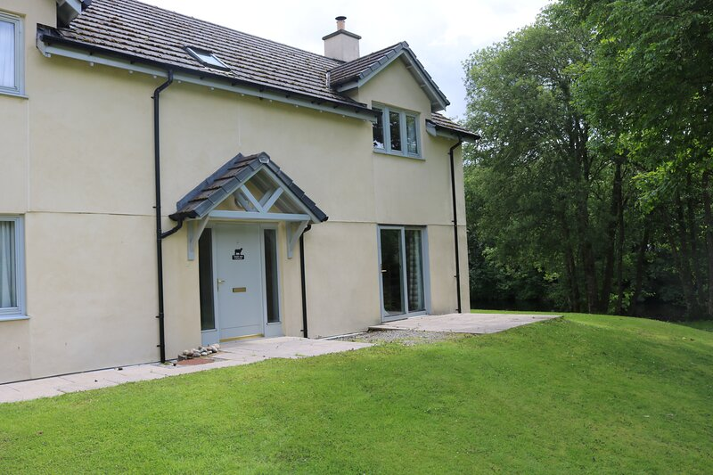 TAIGH NAN CAORACH - COURTYARD COTTAGE 8, holiday rental in Invergarry