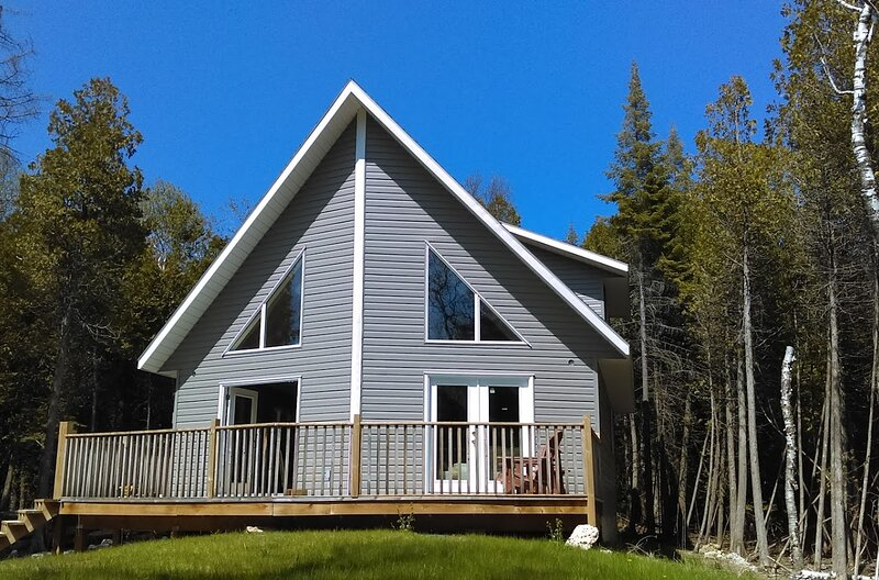 Brand New Cottage on 2 private acres, alquiler de vacaciones en Bruce County